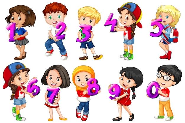 Ensemble D & # 39; Enfants Différents Détenant Un Numéro De Maths Vecteur gratuit