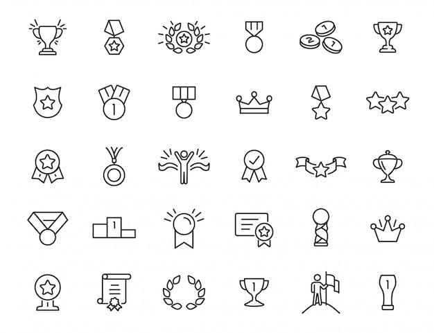 Ensemble D'icônes De Trophée Linéaire. Attribuer Des Icônes Dans Un Design Simple. Illustration Vectorielle Vecteur Premium