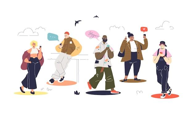 Ensemble De Personnes Modernes Utilisant Les Smartphones Et La Messagerie En Marchant. Vecteur Premium