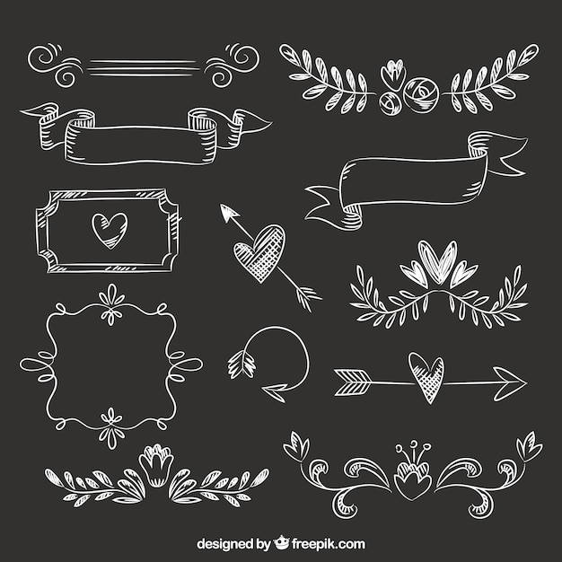 Ensemble de rubans, de cadres et de flèches dans le style tableau noir Vecteur gratuit