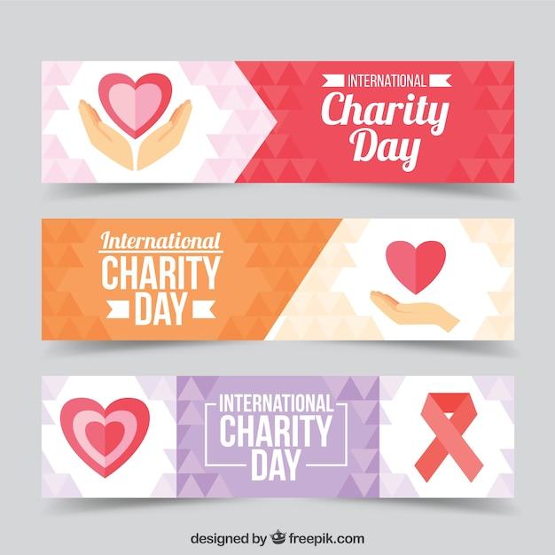 Ensemble de trois bannières avec des coeurs de la journée de charité Vecteur gratuit