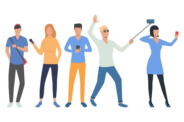 Ensemble d'utilisateurs de smartphone Vecteur gratuit