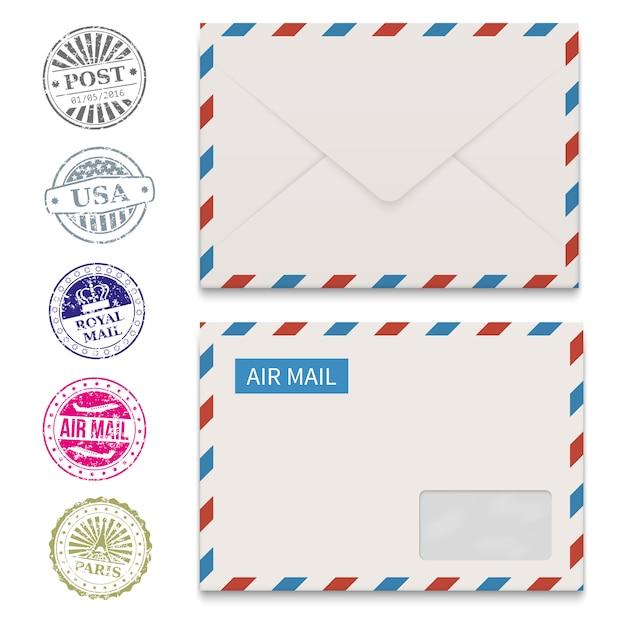 Enveloppes et timbres postaux grunge isolés sur blanc Vecteur Premium