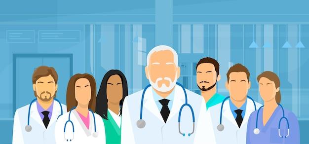 Équipe de médecins de groupe médical hôpital flat Vecteur Premium