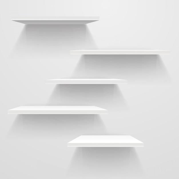 Étagères vides blanches sur un mur blanc. Vecteur Premium