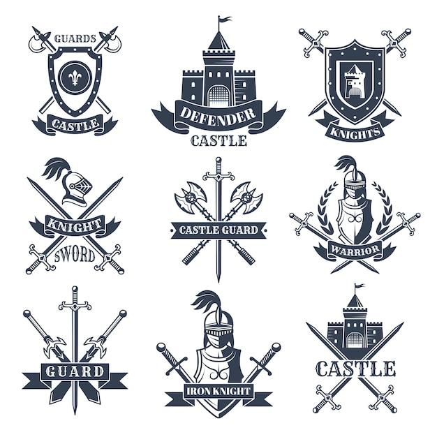 Étiquettes ou badges décorés d'images de chevaliers médiévaux, de casques et d'épées Vecteur Premium