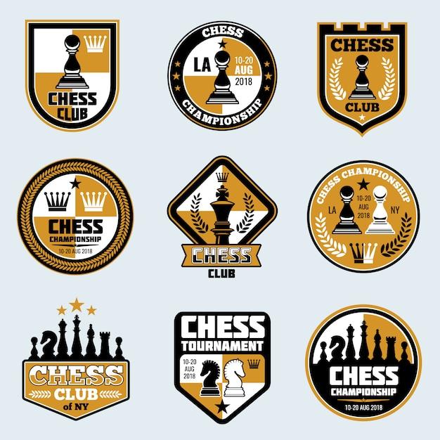 Étiquettes de clubs d'échecs. logos et emblèmes vectoriels de stratégie commerciale Vecteur Premium
