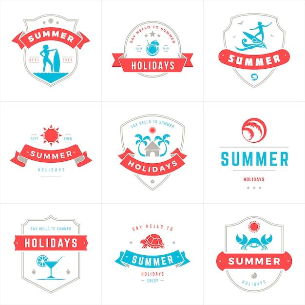 Étiquettes et insignes de vacances design vectoriel typographie Vecteur Premium