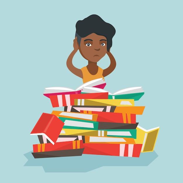 Étudiant africain assis dans une énorme pile de livres. Vecteur Premium