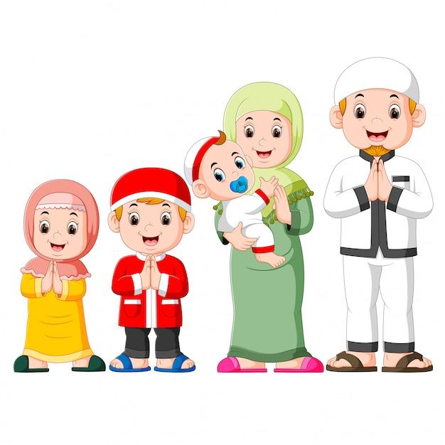 Une famille heureuse fête ied mubarak avec ses trois enfants Vecteur Premium