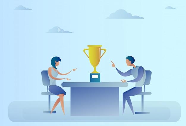 Femme d'affaires réussie abstraite, homme et femme assis à table avec le vainqueur du prix, concept de réussite Vecteur Premium