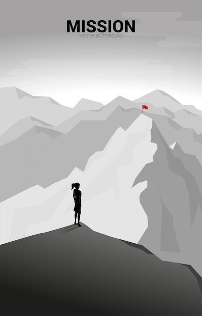 Femme D'affaires Et Route Vers Le Sommet De La Montagne: Concept D'objectif, Mission, Vision, Cheminement De Carrière, Concept De Vecteur Vecteur Premium
