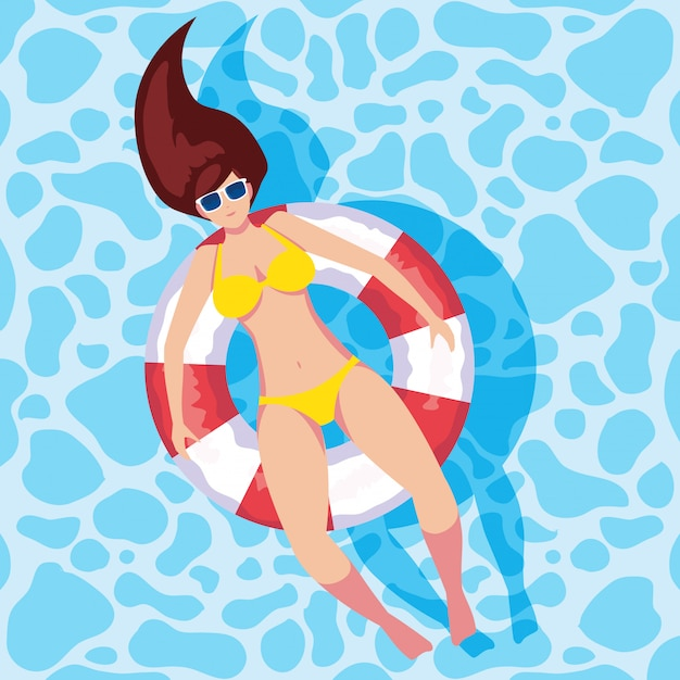 Femme bronzant en flottant sur la piscine Vecteur Premium