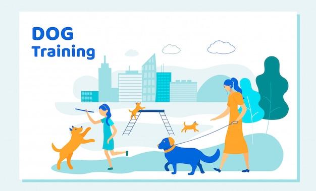 Femme et fille passent du temps avec des chiens dans le parc de la ville Vecteur Premium