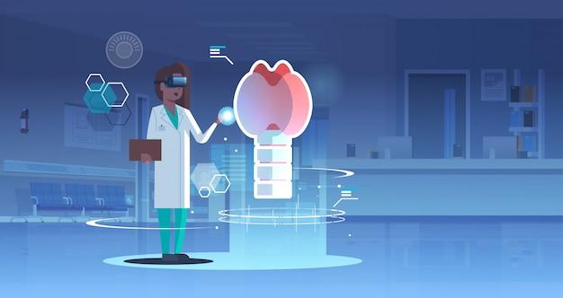 Femme Médecin Infirmière Portant Des Lunettes Numériques à La Réalité Virtuelle Glande Thyroïde Anatomie Des Organes Humains Vecteur Premium
