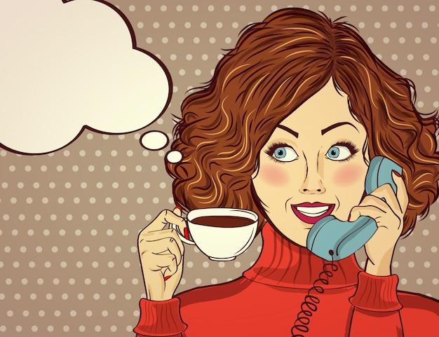 Femme sexy pop art avec une tasse de café. affiche publicitaire en style bande dessinée. Vecteur Premium