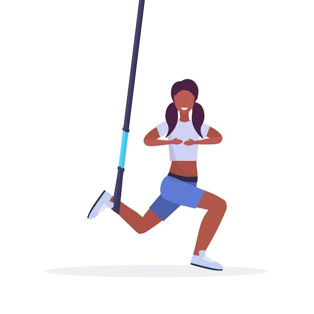 Femme Sportive Faisant Des Exercices De Squat Avec Suspension Sangles De Fitness Corde Elastique Fille Formation En Gym Crossfit Cardio Workout Concept Fond Blanc Pleine Longueur Vecteur Premium