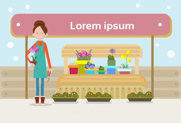 Femme à vendre des légumes sur le marché vendeuse Vecteur Premium