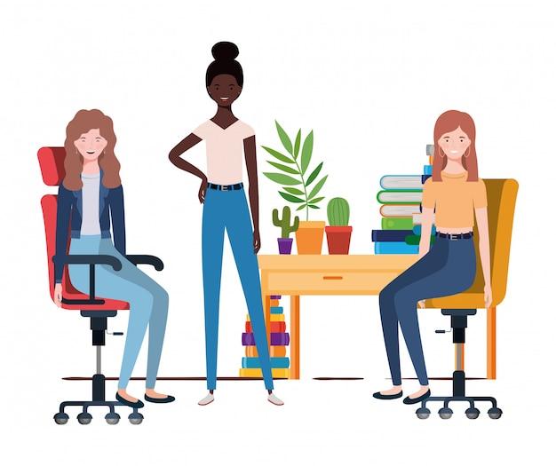 Femmes assises au bureau avec du blanc Vecteur Premium