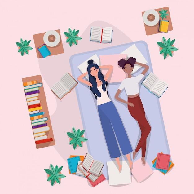 Femmes interraciales se relaxant dans un matelas dans la chambre Vecteur gratuit