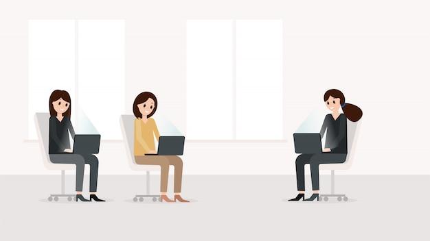 Femmes travaillant sur un ordinateur portable moderne Vecteur Premium