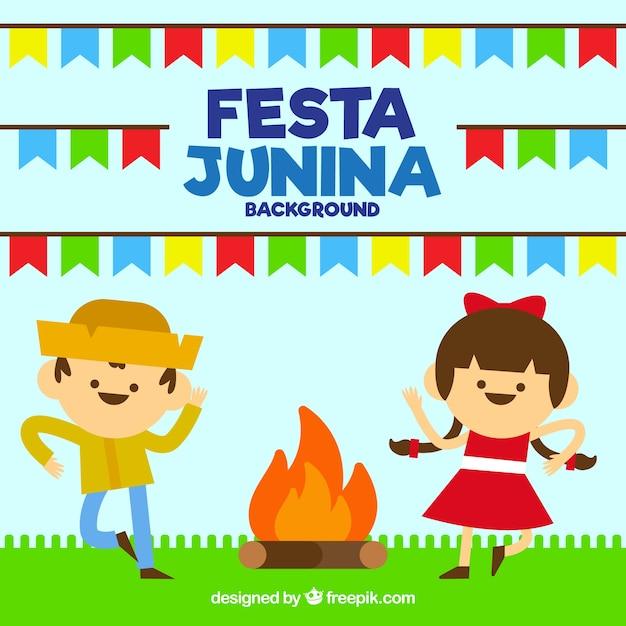 Festa de l'arrière-plan avec un couple dansant autour du feu Vecteur gratuit