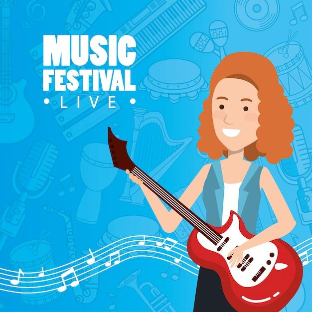 Festival de musique en direct avec femme jouant de la guitare électrique Vecteur gratuit