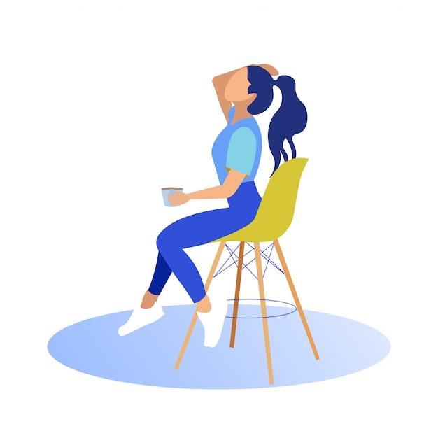 Fille assise sur une chaise haute avec tasse. redresse les cheveux Vecteur Premium