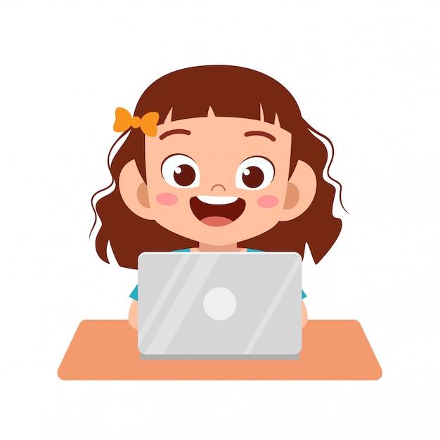 Fille Enfant Mignon Heureux à L'aide D'un Ordinateur Portable Pour Faire Ses Devoirs Vecteur Premium