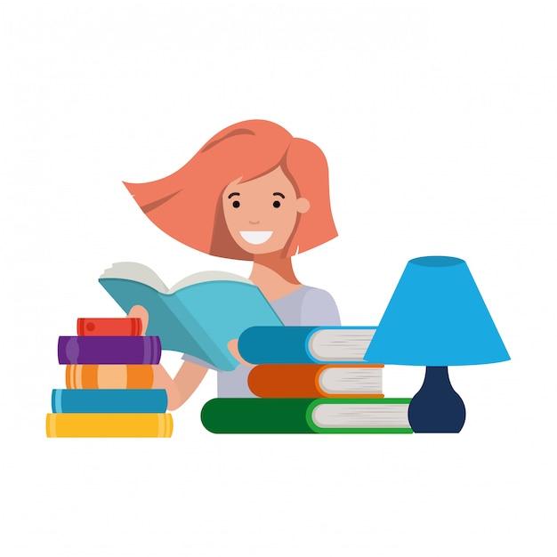 Fille étudiante avec livre de lecture dans les mains Vecteur gratuit