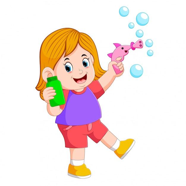 La fille joue avec la bulle et tient la bouteille verte Vecteur Premium