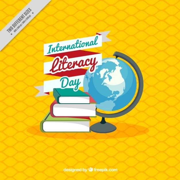 Fond jaune avec des livres et dans le monde pour la journée internationale de l'alphabétisation Vecteur gratuit