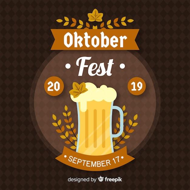 Fond plat oktoberfest avec une chope de bière Vecteur gratuit