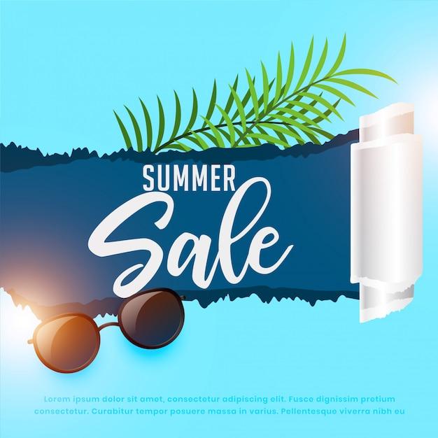 Fond de vente d'été avec des lunettes de soleil et des feuilles Vecteur gratuit