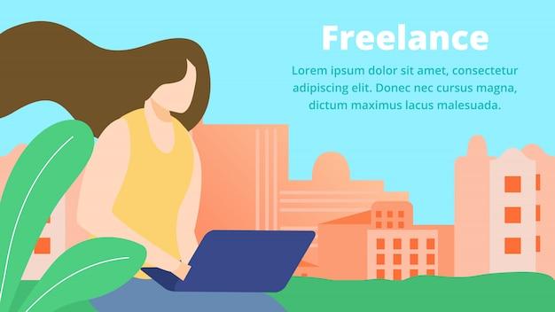 Freelance online job, girl artist, web designer, travailler avec un ordinateur portable à la maison Vecteur Premium