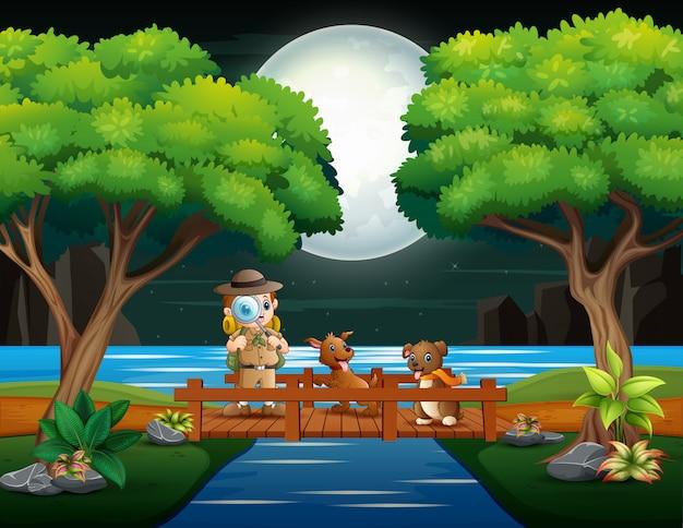 Le Garçon Explorateur Avec Deux Chiens Sur Le Pont En Bois Vecteur Premium