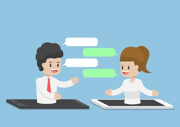 Les Gens D'affaires Discutant Grâce à Un Smartphone Ou Une Tablette, Internet Business Communication Concept Vecteur Premium