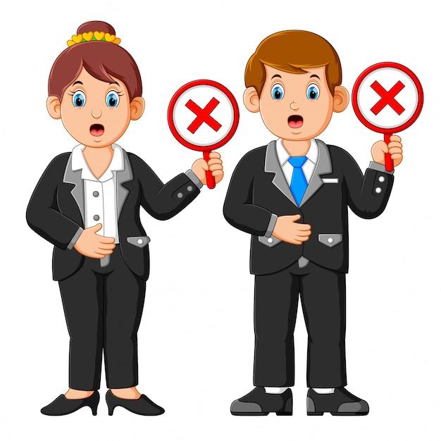 Gens d'affaires montrant rejeter des pancartes de signe de croix Vecteur Premium