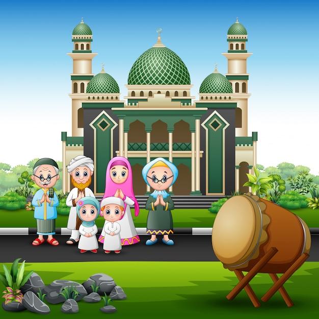 Une grande famille musulmane devant la mosquée Vecteur Premium