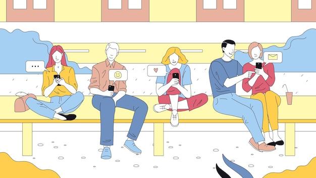 Groupe De Personnes Linéaire Avec Contour à L'aide De Leurs Smartphones. Art Conceptuel Des Utilisateurs De Réseaux Sociaux. Illustration Vectorielle, Style Plat De Dessin Animé. Cinq Personnages Masculins Et Féminins Souriant. Téléphones Avec Notifications. Vecteur Premium