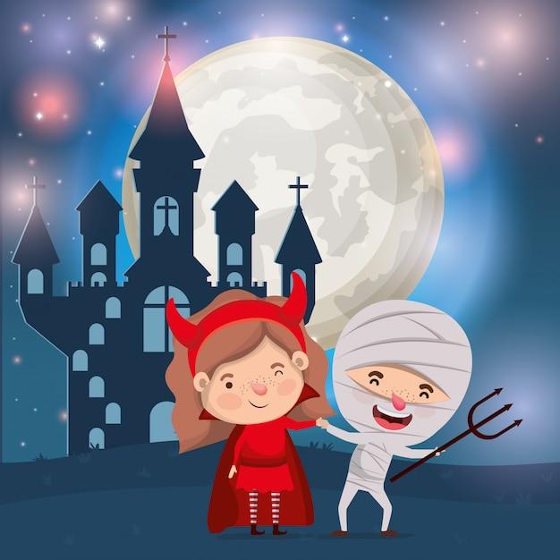 Halloween avec les enfants costumés dans une scène de château sombre Vecteur Premium