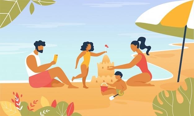 Happy family build sand castle jouer au bord de la mer. Vecteur Premium