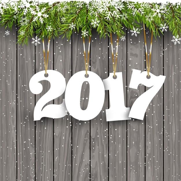 Happy New Year background avec des chiffres suspendus sur un fond de bois enneigé Vecteur gratuit