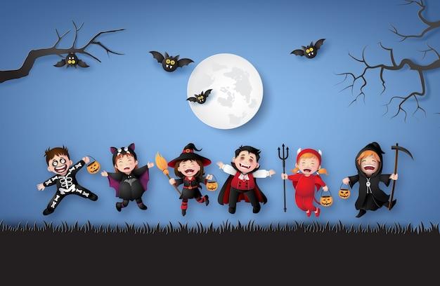Heureuse fête d'halloween avec des enfants du groupe en costumes d'halloween. illustration d'art en papier Vecteur Premium