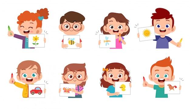 Heureux enfants mignons dessiner avec un crayon Vecteur Premium
