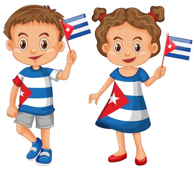 Heureux garçon et fille tenant le drapeau de cuba Vecteur gratuit