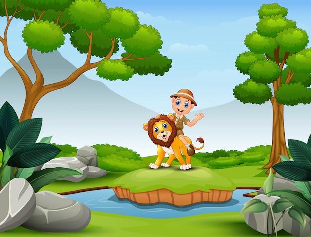 Heureux garçon zookeeper et lion jouant dans la nature Vecteur Premium