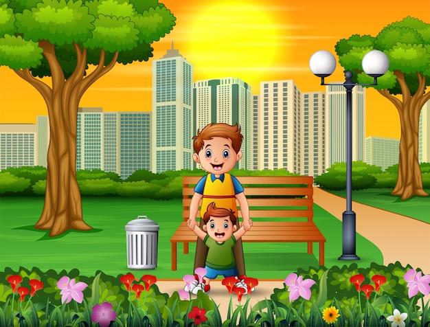 Heureux père et son fils dans le parc de la ville Vecteur Premium