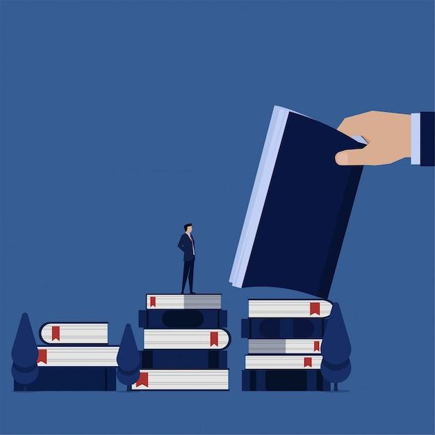 Homme d'affaires d'affaires plat se tenir au-dessus des livres et lire apprendre les règles de l'entreprise. Vecteur Premium