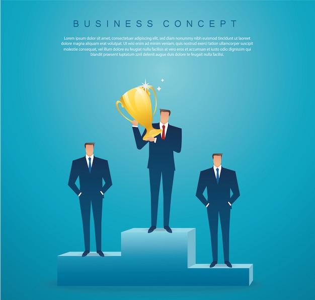 Homme d'affaires détiennent le vainqueur du trophée d'or Vecteur Premium